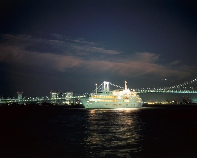 帝国ホテル宿泊と優雅な東京湾シンフォニーロワイヤルディナークルーズ・2日間
